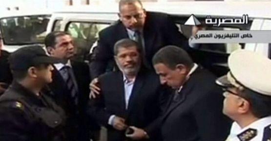 Mursi; Türk malı ceketle yargılandı