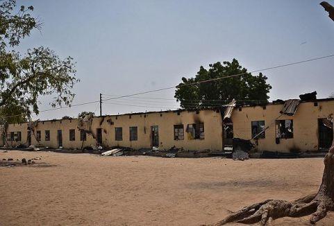 Nijerya'da yaklaşık 200 kız öğrenci kaçırıldı...