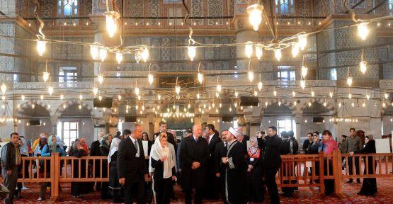 Norveç Kralı Sultanahmet Camisi'ni ziyaret etti