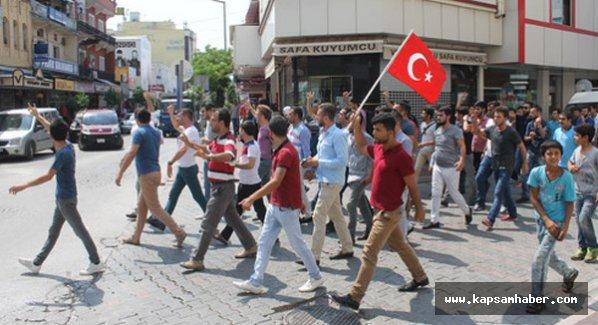Osmaniye'de HDP binasına Türk Bayrağı çekildi