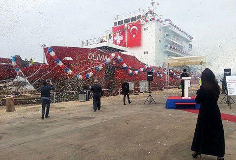 Otel gemi denize indirildi...