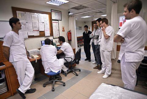Özel hastanelere yabancı doktor izni
