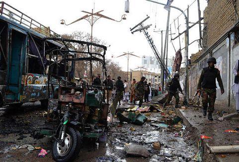 Pakistan'da sebze haline saldırı...