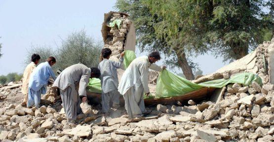 Pakistan'daki depremde 12 ölü