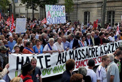 Paris'te Filistin'e destek yürüyüşü