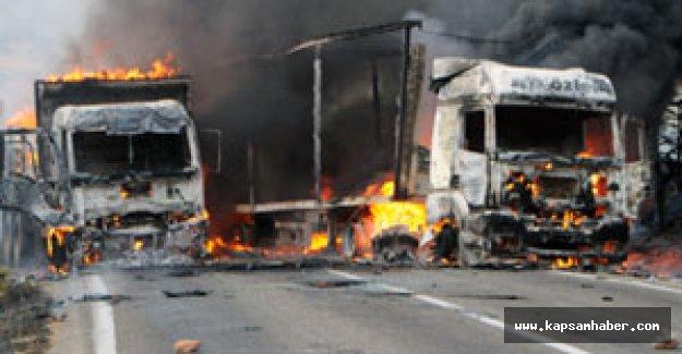 PKK'lı caniler Tunceli'de yol kesti, araç yaktı