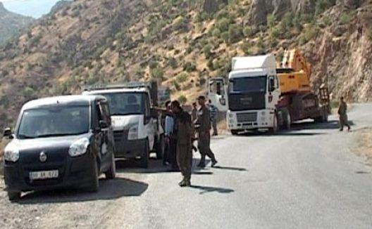 PKK yine yol kesti