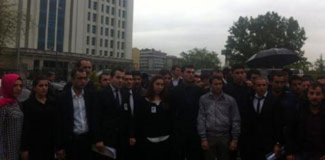 Polis öğrencilerden AKP Binası Önününde Protesto...