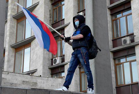 Rusya yanlıları valiliğe girdi...
