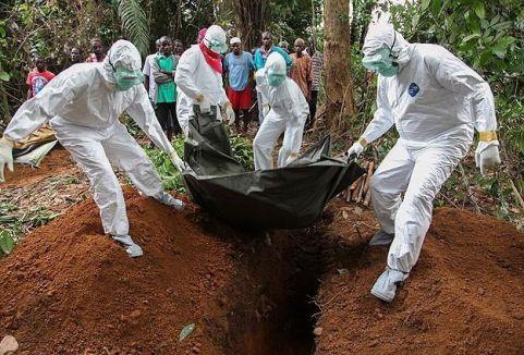 Sağlık çalışanları da Ebola kurbanı