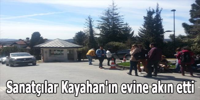 Sanatçılar Kayahan'ın evine akın etti