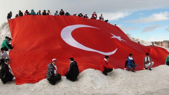 Sarıkamış Şehitleri'nin kardan heykeli açıldı