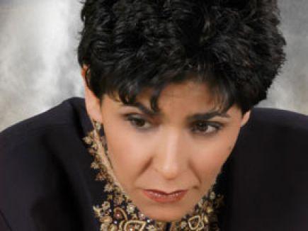 Şarkıcı Cansever saldırıya uğradı