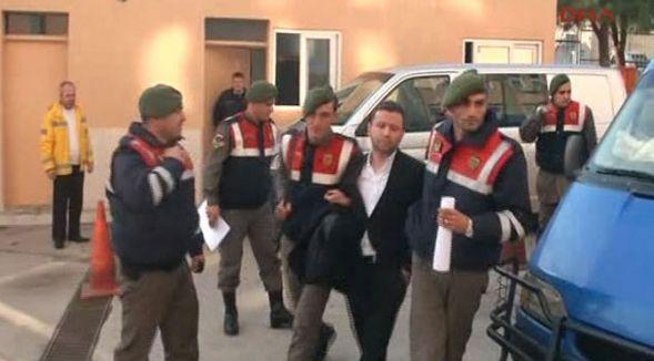 Savcı ve polis uyuşturucudan tutuklandı