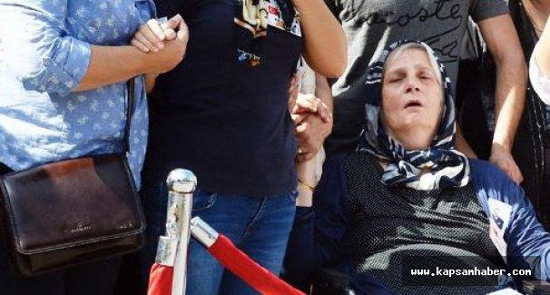 Şehit annesi AKP'lileri görünce sinir krizi geçirdi