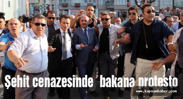 Şehit Cenazesinde Bakanı Yuhladılar