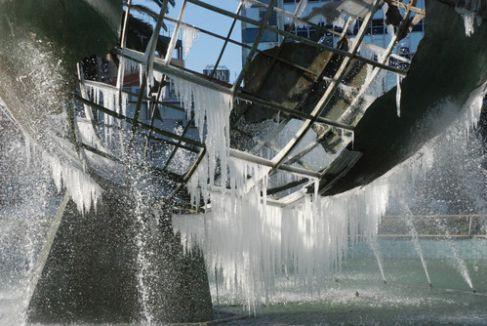 Son 51 yılın en sert kışını yaşayan İzmir buz kesti