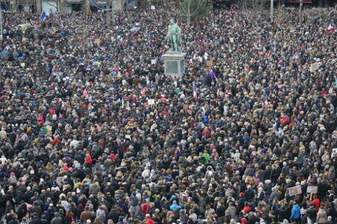 Strasbourg'daki gösteriye büyük katılım