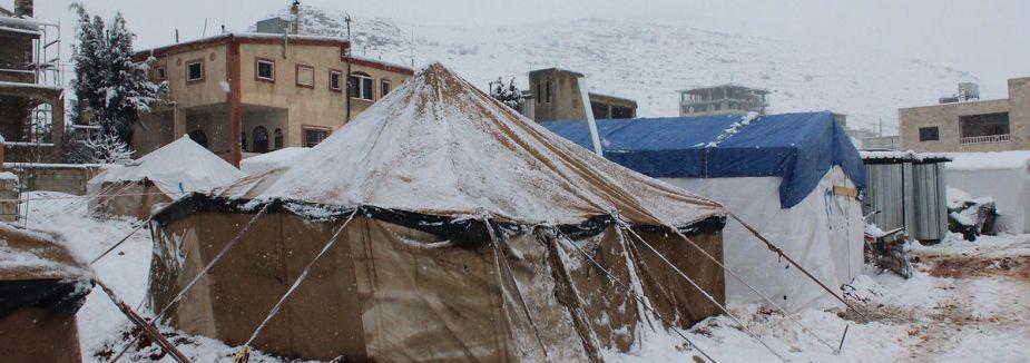 Suriye'de çocuklar donarak ölüyor...