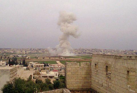 Suriye'de pazar yerine hava saldırısı...