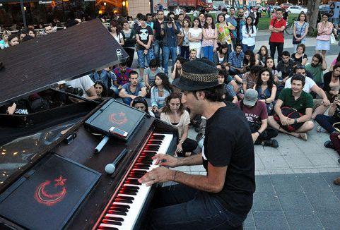 Taksim piyanistinden Soma konseri...