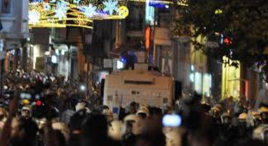 Taksim'de Polis Müdahalesi Devam Ediyor...