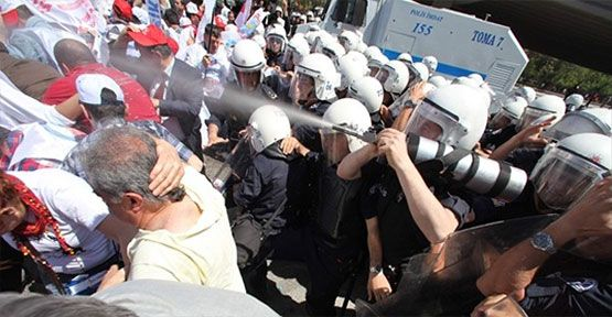 Taksim'de TKP'lılara  müdahale