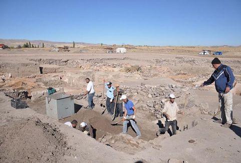 Tarihi 500 yıl geriye götürecek kazı