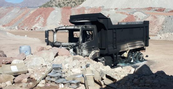 Teröristler iş makinelerini yaktı