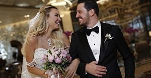 Ünlü Şarkıcı Evlendi...