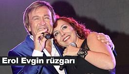 'Altın Şarkılar' Konserlerinde Erol Evgin Hayranlarını Coşturdu