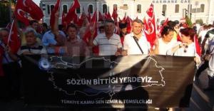 Şehitler için Türk bayraklarıyla yürüdüler