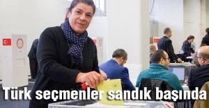 Türk seçmenler sandık başında