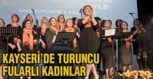 Kayseri'de turuncu fularlı kadınlar...