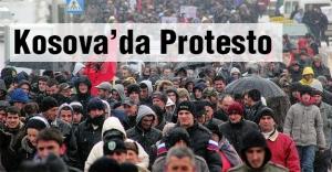Kosova'da muhalefet protesto düzenledi