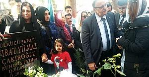 Çakıroğlu, ölüm yıldönümünde mezarı başında anıldı
