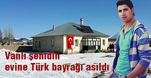 Vanlı şehidin evine Türk bayrağı asıldı
