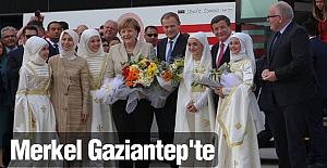 Merkel Gaziantep'teki sığınmacı kampını ziyaret etti