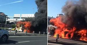 Topkapı'da metrobüs yandı