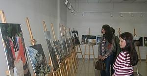 'Arafta Kadınlar' fotoğraf sergisi