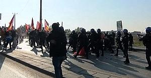 Ankara'da polise taşla saldırı