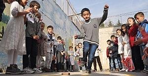 İlkadımlı Çocuklar Geleneksel Oyunla Hayat Buluyor