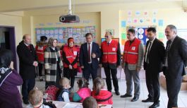 Samsun Kızılay'dan öğrencilere bot ve ayakkabı...