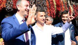 AK Partili Gül ve Özkeçeci'ye  bozkurtlu karşılama