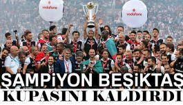 Beşiktaş, Osmanlıspor maçının ardından kupasını aldı.