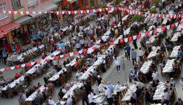 Tekkeköy Belediyesinin düzenlediği iftarda 10 bin kişi birlikte oruç açtı