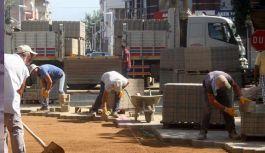 Manisa'da Selçuk Caddesi'nde Kilit Parke Çalışması