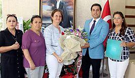 """MHP Manisa Kadın Kolları yönetimi'nden """"Hayırlı Olsun"""" Ziyareti"""