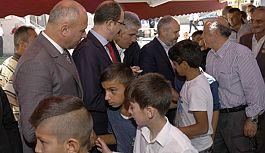Tekkeköy'de açık alanda düzenlenen bayramlaşma programına yoğun ilgi