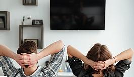 Gençler uyumak yerine televizyon izlemeyi tercih ediyor